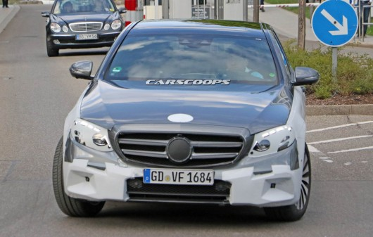 New spy shots 2017 Mercedes-Benz Class-E-with more information