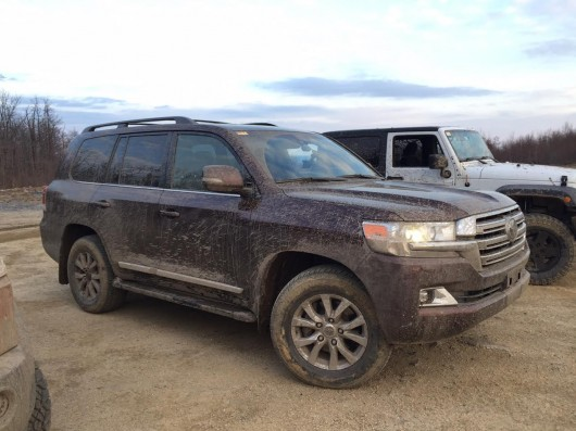 Test drive Toyota Land Cruiser 200 on a real off-road
