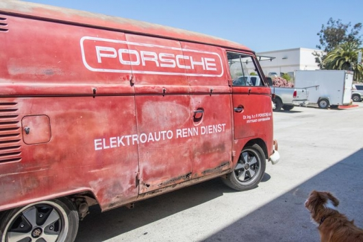 The electric motors are under the hood of old cars: Easy