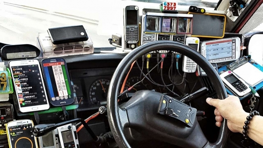 Can I be fined for a phone, a DVR or Navigator on the windshield?