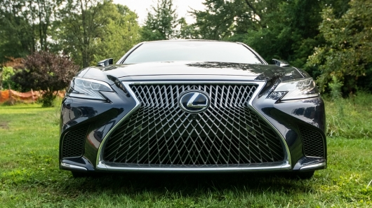 Handwork: the Most expensive option is the Lexus that makes her so special?