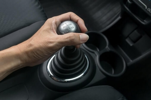 5 reasons to abandon the purchase of a car with an automatic transmission