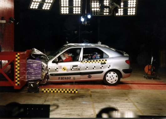 Ford Fiesta 1998 smashed head-on with the new model in 2018