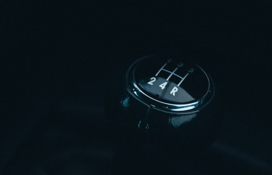 5 reasons to abandon the purchase of a car with a manual transmission