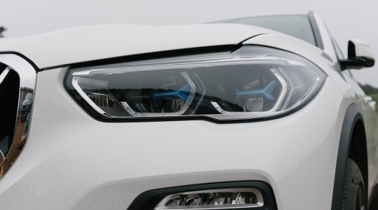A new trend automakers: more lights become colored