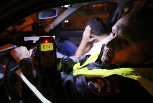 Let's see what can deceive a police breathalyzer. You can protect yourself from this