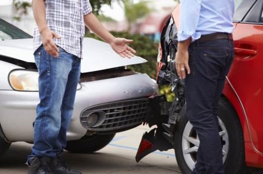 15 things you must do within 10 minutes after a car accident