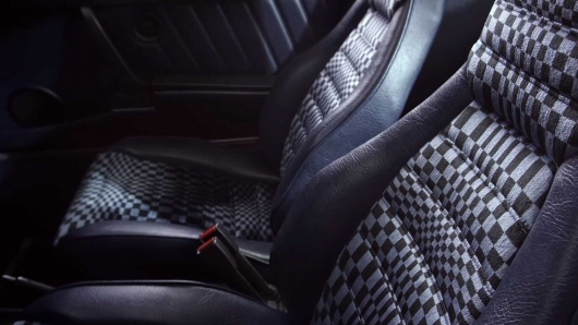 Why when I buy an expensive car, you will be guided with the color of the chair upholstery