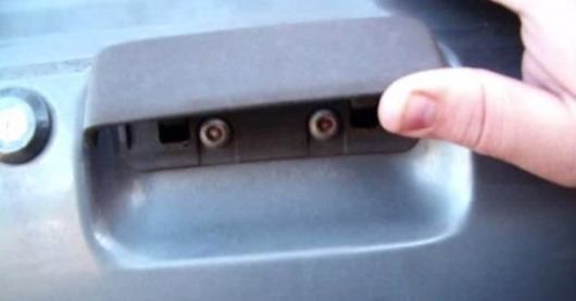 Here's how to open car door without key: 6 simple ways to