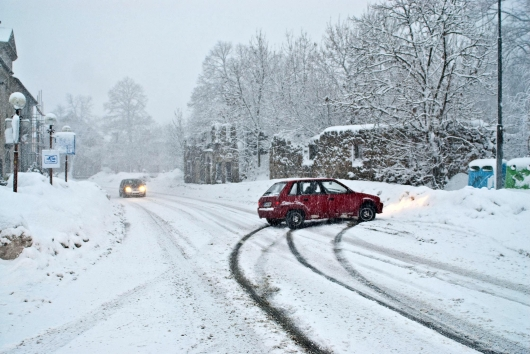 Simple rules that will help you when driving in the snow. Not everyone follows them