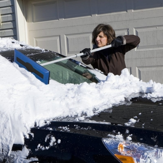 20 things that are needed by the motorist in the winter