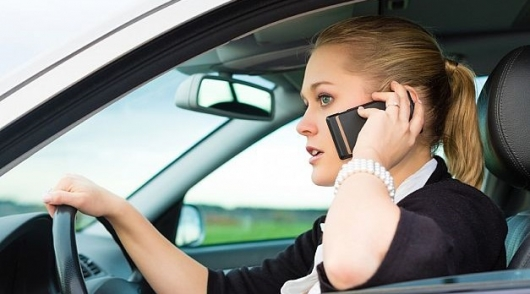 If you take the initiative – phone behind the wheel in hands will not take