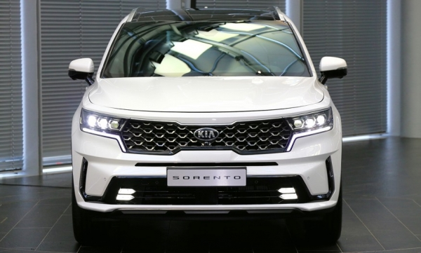 Kia Sorento changed generation: crossover grew up, got another platform and a hybrid version