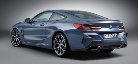 Compare the BMW 8 and 6 Series side by side